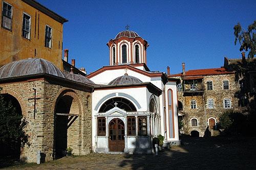Иверский монастырь. Храм, где хранится главная святыня обители - Иверская икона