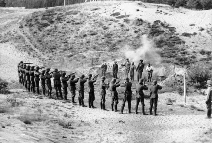 Колонна советских военнопленных, Минск 1941. Расстрел