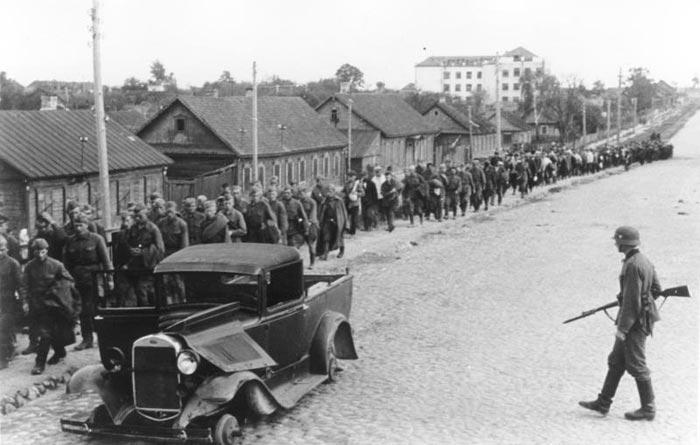 Колонна советских военнопленных, Минск 1941