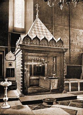Место погребения Патриарха Ермогена в Успенском соборе. Фото 1913 года