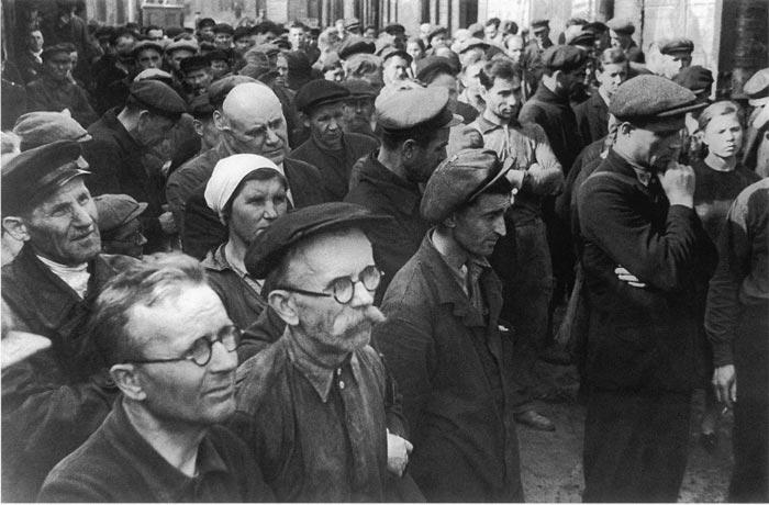 Митинг на ленинградском заводе имени Кирова о начале войны, июнь 1941