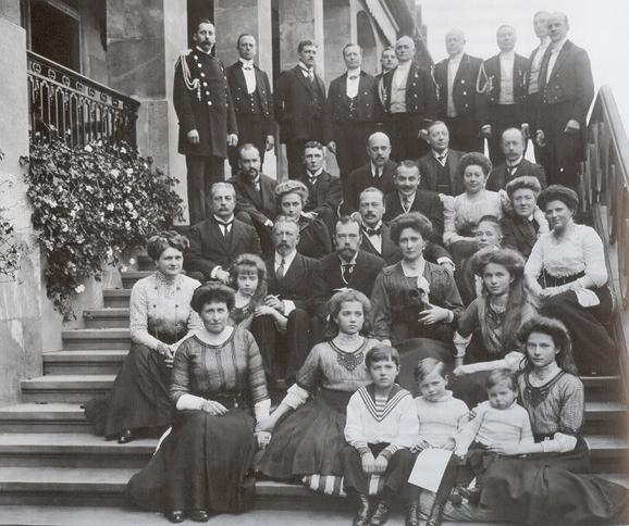 Семья Романовых и семья Гессенов 1910