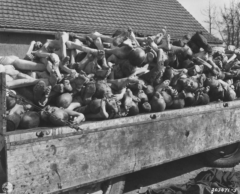 Трупы узников концентрационного лагеря Бухенвальд, приготовленные для сжигания в крематории