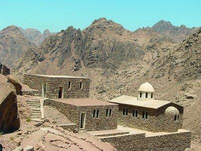 Храм прп. Иоанна Лествичника рядом с его пещерой. Синай, Египет