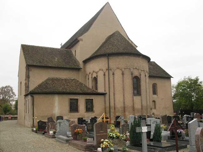 Бенедиктинское аббатство в Эльзасе на острове Эшо