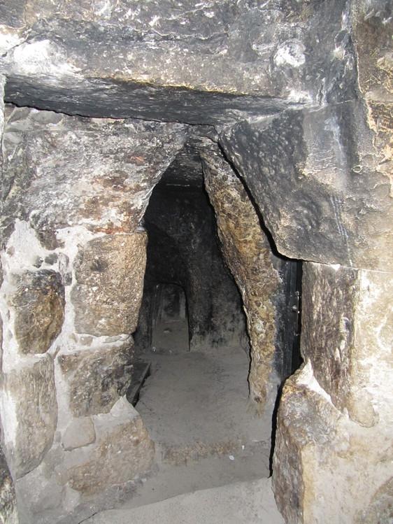 Могильная пещера на Голгофе, на территории Храма Гроба Господня