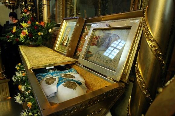 Рака с мощами патриарха Тихона