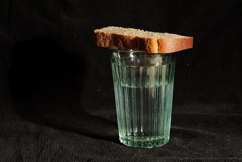 Нужно ли ставить покойному хлеб и воду?