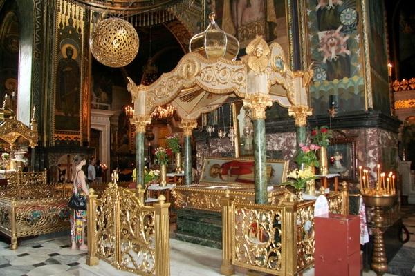 Рака с мощами св. Варвары во Владимирском соборе Киева